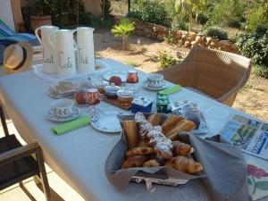 8 Petit déjeuner sur la terrasse